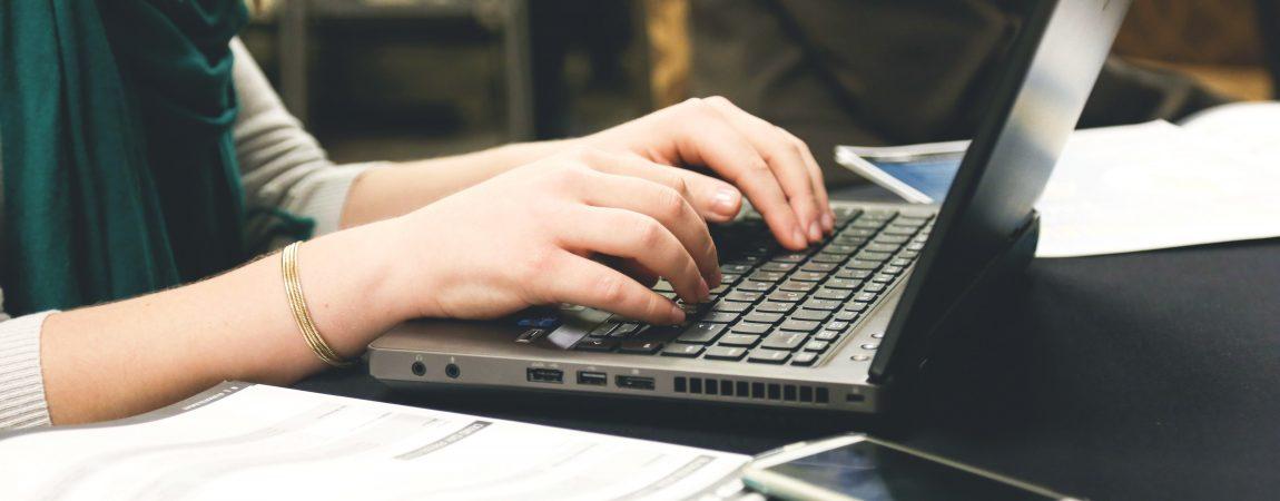 desk-email-laptop-7112